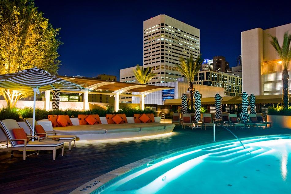 four_seasons_hotel_pool_at_night_visit-houston
